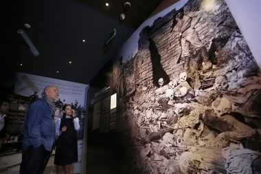American actor, director and producer John Malkovich paid a visit to the Armenian Genocide memorial complex - Photolure News Agency