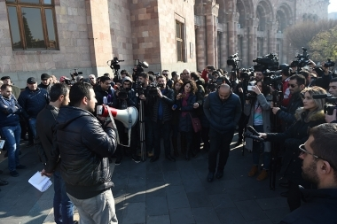 Drivers of right-handed cars hold a protest action in front of the RA Government's building of Yerevan, Armenia - Photolure News Agency