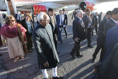RA Minister of Foreign Affairs Edward Nalbandyan welcomed Vice President of India Hamid Ansari at 'Zvartnots' international Airport of Yerevan, Armenia - Photolure News Agency