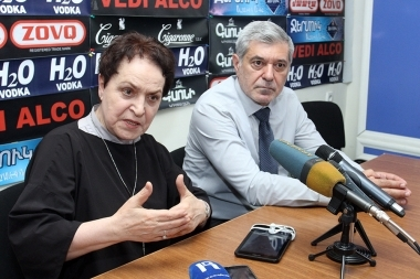 Member of the Pan-Armenian National Movement Hovhannes Igityan and head of 'Against Violations of Law' NGO Larisa Alaverdyan are guests in Hayeli press club - Photolure News Agency