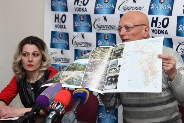Armenian historian, researcher and expert of medieval architecture, specializing in the study of the historical monuments of Armenia Samvel Karapetyan and head of the 'Duty of Soul' NGO Shoghine Hovhannisyan are guests in Tesaket press club - Photolure News Agency