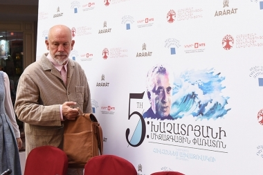 Hollywood's legendary actor, producer, director, screenwriter John Malkovich gives a press conference at Grand Hotel Yerevan - Photolure News Agency