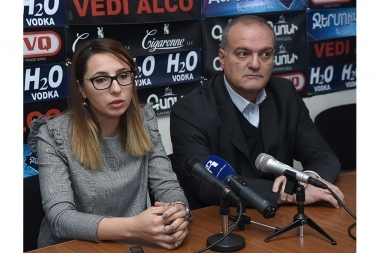 Political technologist Vigen Hakobyan, deputy head of 'Free Democrats' party Angela Khachatryan are guests in Hayeli press club - Photolure News Agency