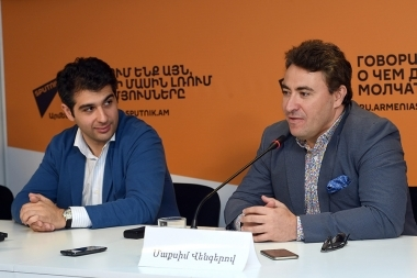 Famous violinist, conductor, double winner of 'Grammy' Maxim Vengerov, artistic director of 'Armenia' International Contest-Festival Sergey Smbatyan gave a press conference at Sputnik Armenia press center - Photolure News Agency