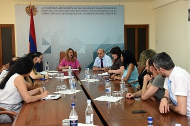 Chairperson of State Tourism Committee Zarmine Zeytuntsyan met media representatives at the RA Ministry of Economic Development and Investments - Photolure News Agency
