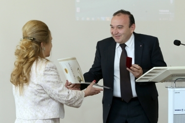 RA Minister of Education and Science Levon Mkrtchyan met the representatives of the 'Junior Achievements of Armenia' company - Photolure News Agency