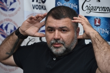 Film director Arashak Zakaryan spoke about the reaction of the international media to the Nagorno-Karabakh's conflict in Tesaket press club - Photolure News Agency