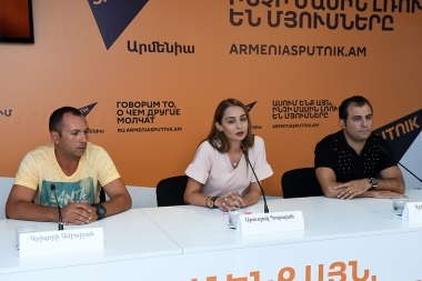 Project Manager of the Armenian Youth Foundation Arusyak Poghosyan, artistic director of the 'Baze' gathering Grigor Danielyan and head coach of the gathering Grigori Ambaryan is guest in Sputnik Armenia press center - Photolure News Agency