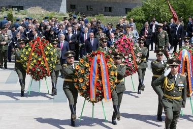 People paid a visit to the memorial complex of Stepanakert in Artsakh Republic - Photolure News Agency