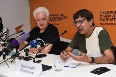 Turkish writer-publicist Zeynel Abidin Kezykyafrak and expert on regional issues Sargis Hatspanyan are guests in Sputnik Armenia press center - Photolure News Agency