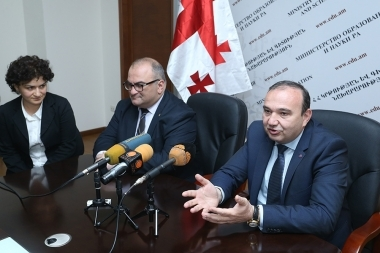 RA Minister of Education and Science Levon Mkrtchyan and Georgian Minister of Education and Science Aleksandre Jejelava sign a memorandum of understanding - Photolure News Agency