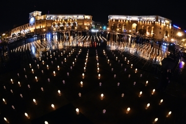People light candles ahead of the St. Resurrection Day on the Republic Square of Yerevan, Armenia - Photolure News Agency